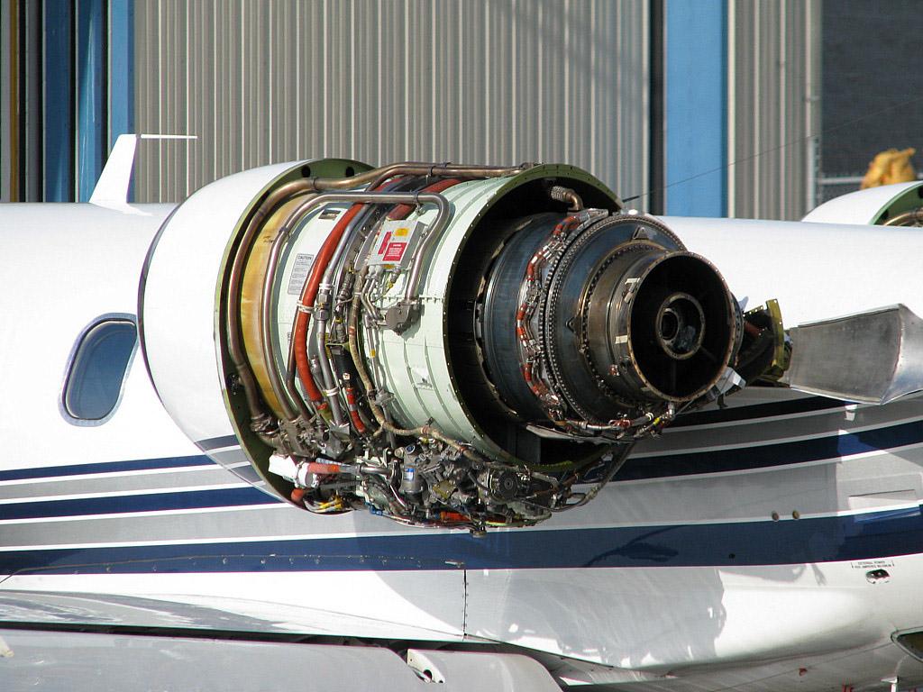 موتور توربوفن گرت بدون پوشش بر روی لیرجت