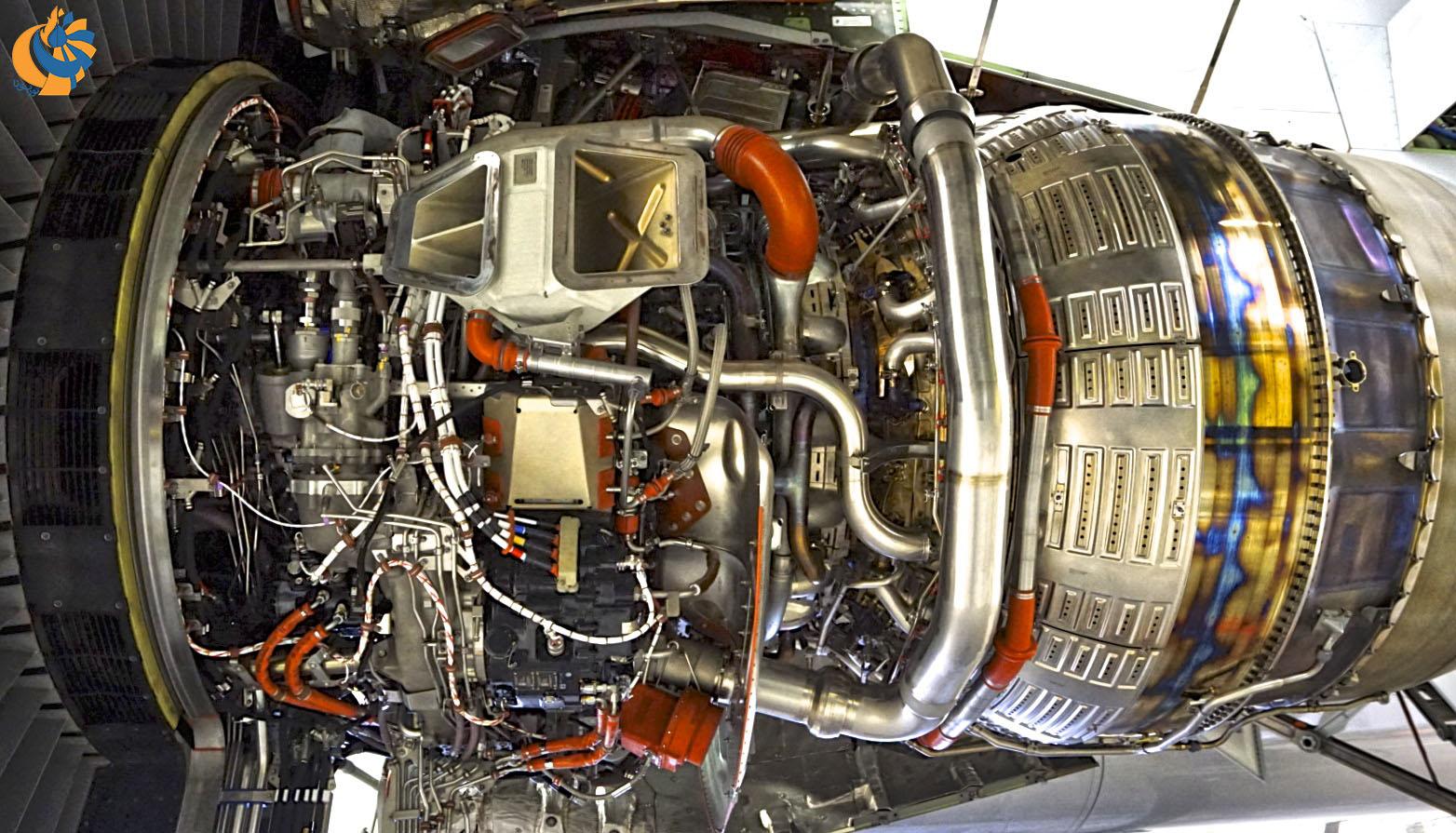نمای نزدیکی از اجزای موتور توربوفن GE90